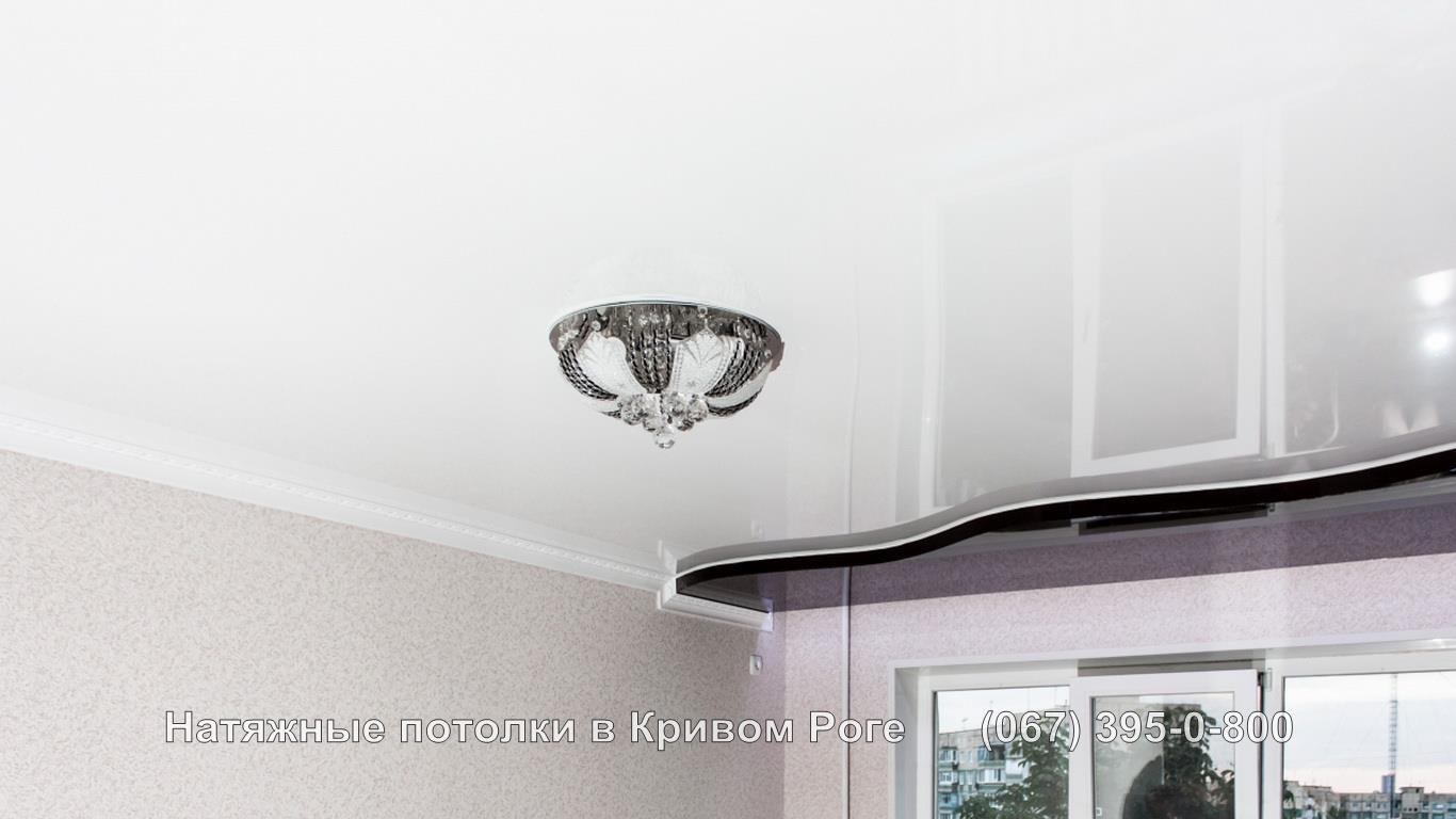 Двухуровневый потолок с круглой люстрой