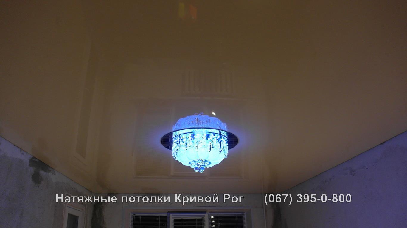 potolki_gostinaya-35
