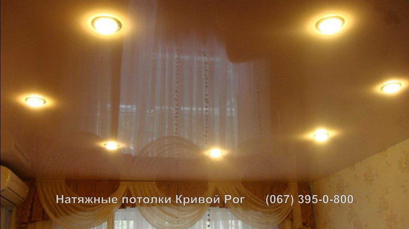 potolki_gostinaya-48