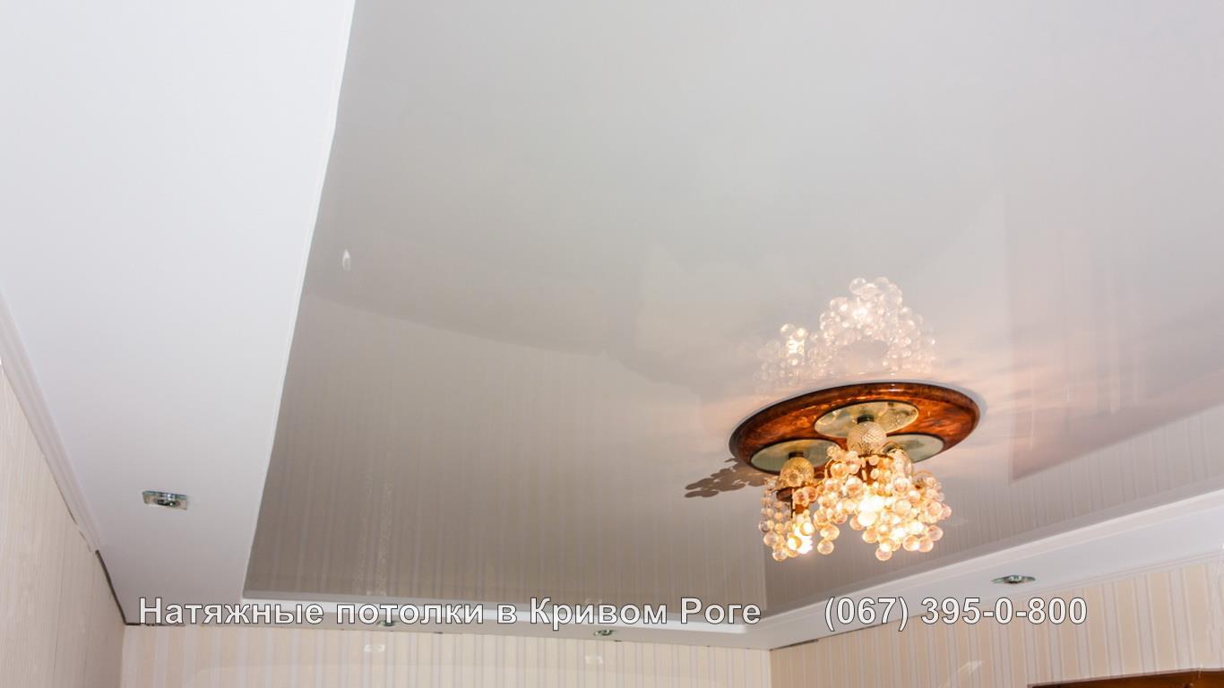 Люстра круглой формы для натяжного потолка